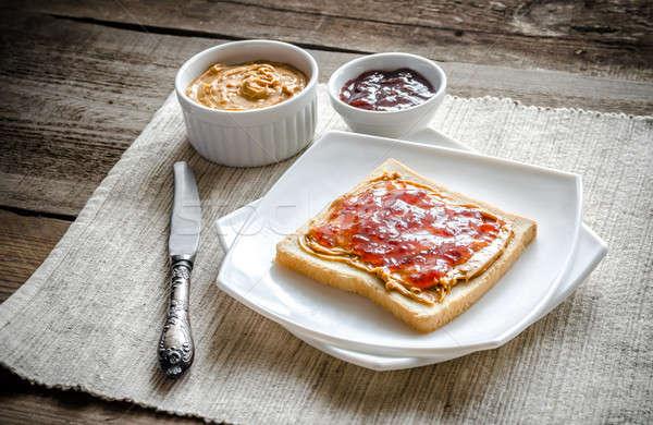 Szendvics mogyoróvaj eper zselé kenyér búza Stock fotó © Alex9500