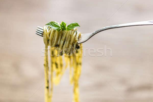 Espaguetis pesto salsa albahaca hoja tenedor Foto stock © Alex9500