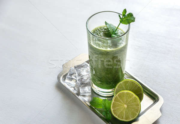 Smoothie vert alimentaire feuille verre table vert Photo stock © Alex9500