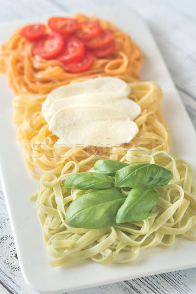 Foto stock: Pasta · albahaca · mozzarella · tomates · cherry · tagliatelle · alimentos