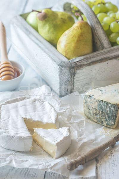 Camembert roquefort peras de uva papel fondo Foto stock © Alex9500