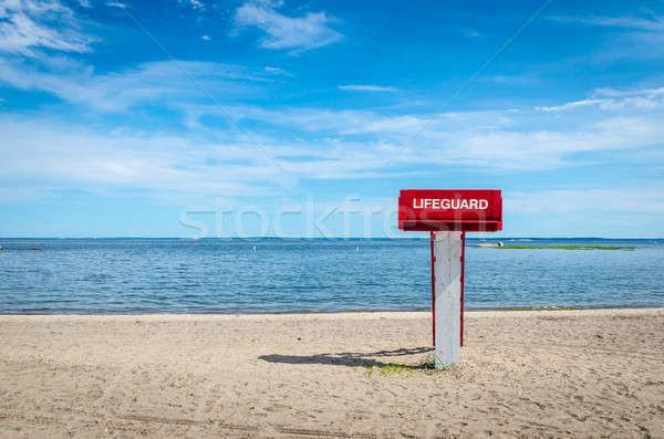 Ratownik wieża plaży niebo tle zielone Zdjęcia stock © Alex9500