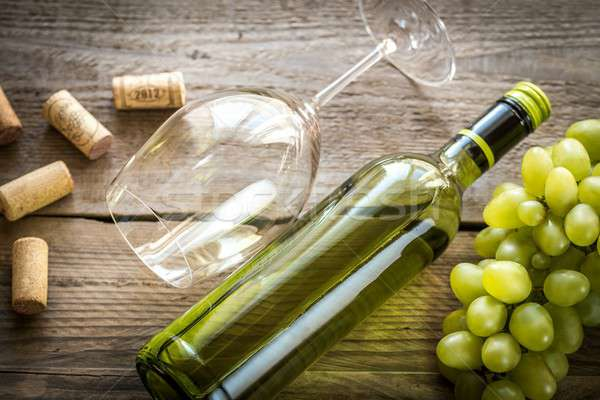 Bottle of white wine with bunch of grape Stock photo © Alex9500
