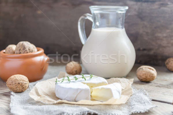 Camembert leche todo nueces papel alimentos Foto stock © Alex9500