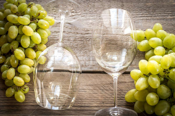 White wine with bunch of grape Stock photo © Alex9500