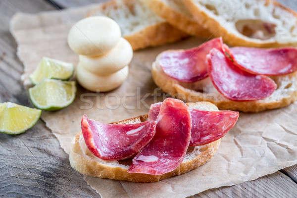 Stockfoto: Sandwiches · klein · kaas · papier · achtergrond · tabel