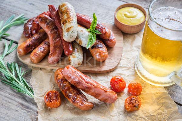 Alla griglia salsicce vetro birra party cena Foto d'archivio © Alex9500
