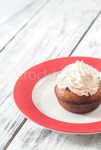 Rum ingericht slagroom plaat cake tabel Stockfoto © Alex9500