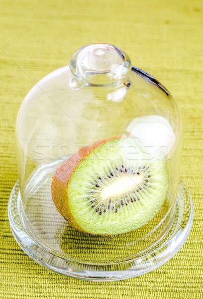 Kiwi mitad vidrio cúpula alimentos bambú Foto stock © Alex9500
