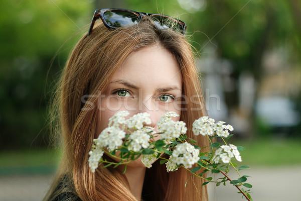портрет довольно девушки молодые цветок счастливым Сток-фото © alexaldo