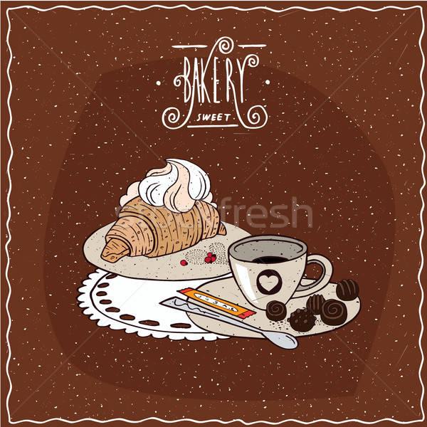 Croissant slagroom beker thee liggen servet Stockfoto © alexanderandariadna