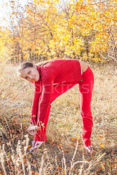 Mulher jovem correr ao ar livre frio dia Foto stock © alexandkz