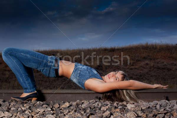 Vrouw spoorweg avond hemel haren schoonheid Stockfoto © alexandkz