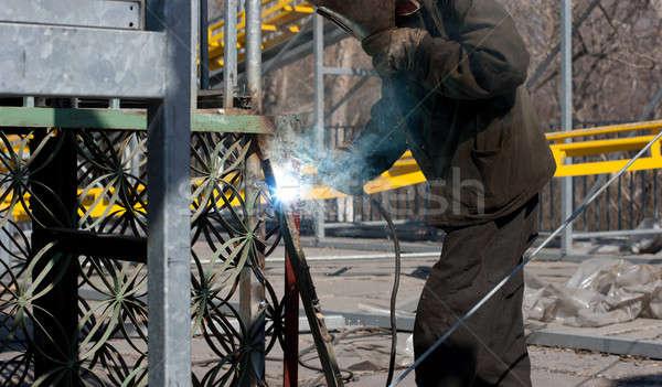 Hegesztő maszk hegesztés fém szikrák szabadtér Stock fotó © alexandkz