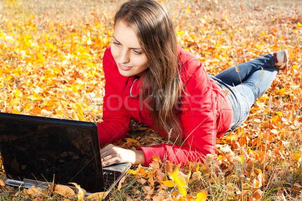 Belle fille portable jaune laisse fille beauté Photo stock © alexandkz