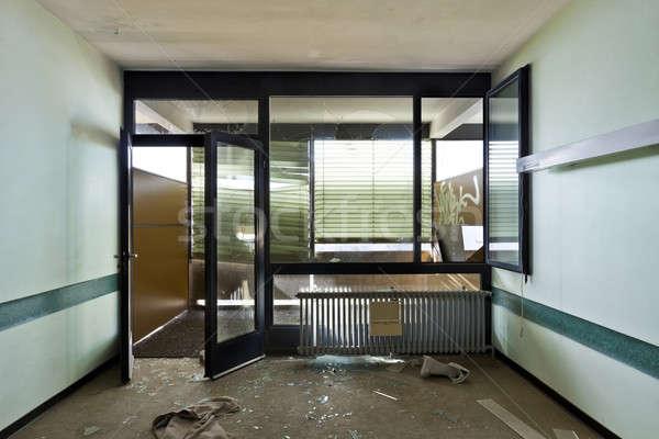 Elhagyatott ház építészet épület iroda elpusztított Stock fotó © alexandre_zveiger