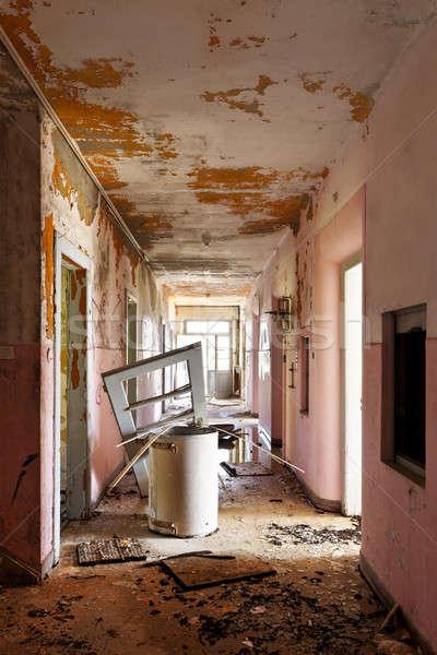 Verlaten huis lang gang oude vernietigd Stockfoto © alexandre_zveiger
