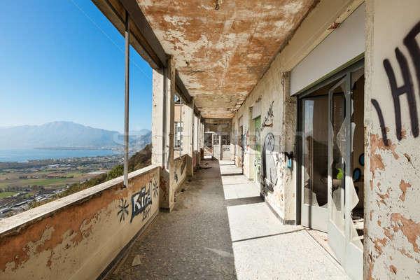 Verlaten huis architectuur oude vernietigd gebouw Stockfoto © alexandre_zveiger
