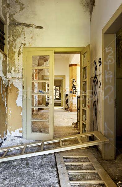 Elhagyatott ház építészet épület ajtó törött Stock fotó © alexandre_zveiger