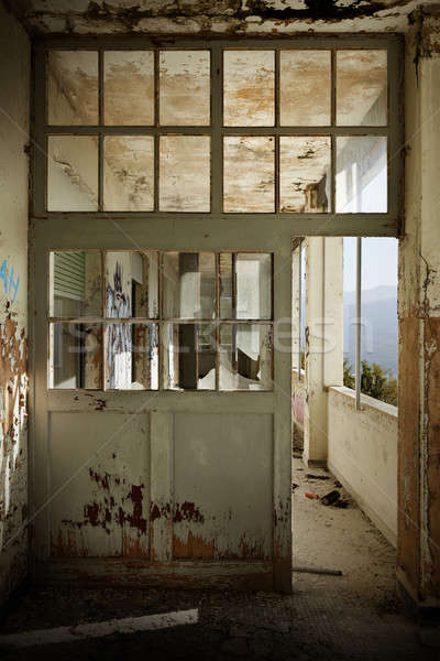 Terkedilmiş ev mimari Bina kapı kırık Stok fotoğraf © alexandre_zveiger