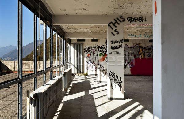Elhagyatott ház építészet épület sok ablakok Stock fotó © alexandre_zveiger
