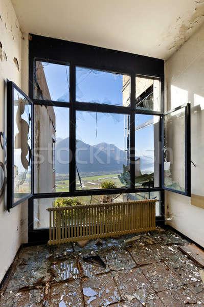 заброшенный дома архитектура здании пустой комнате окна Сток-фото © alexandre_zveiger