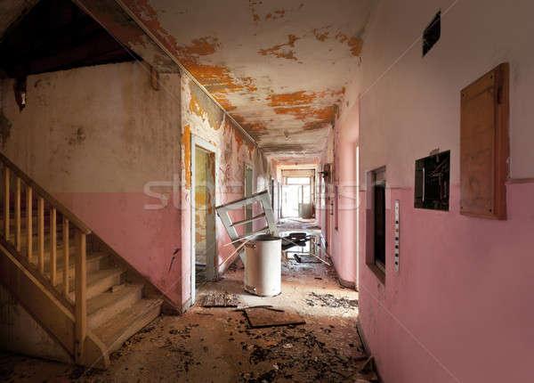 Verlaten huis architectuur lang gang oude Stockfoto © alexandre_zveiger