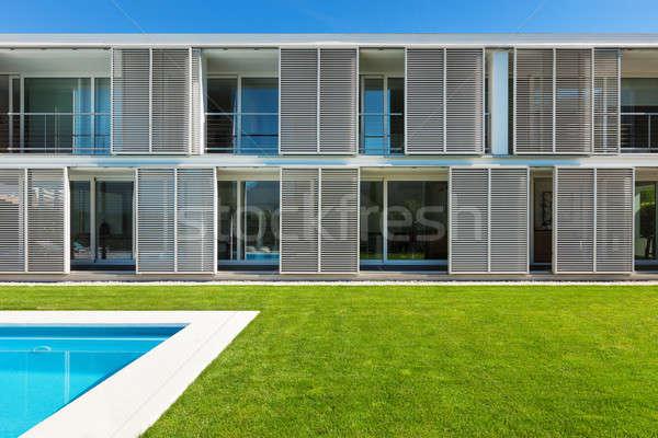 Moderna Villa piscina vista verde azul Foto stock © alexandre_zveiger