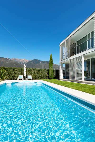 Modernes villa piscine vue fenêtre vert Photo stock © alexandre_zveiger
