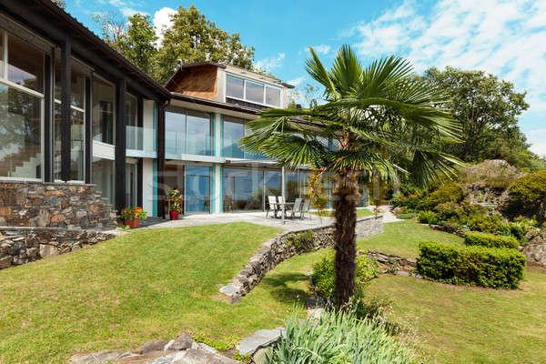 Luxe villa jardin vue montagne maison Photo stock © alexandre_zveiger