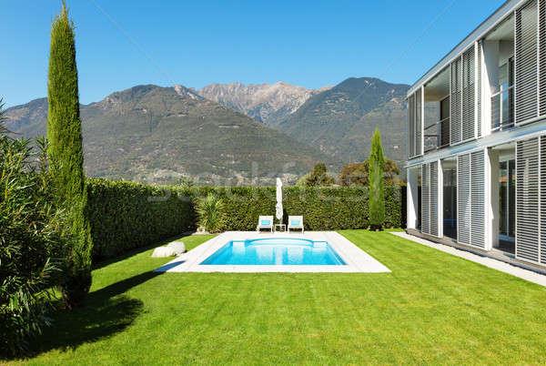 Moderna Villa piscina vista árbol azul Foto stock © alexandre_zveiger