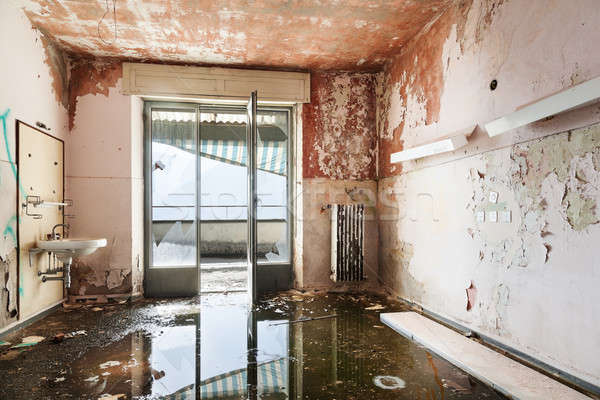 Opuszczony domu architektury starych zniszczony budynku Zdjęcia stock © alexandre_zveiger