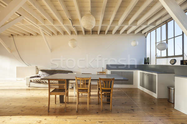 Velho sótão interior grande quarto Foto stock © alexandre_zveiger