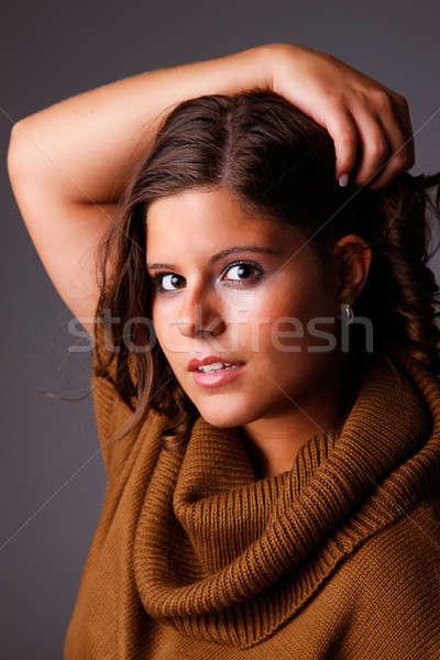 Bela mulher mãos cabelo olhando Foto stock © alexandrenunes