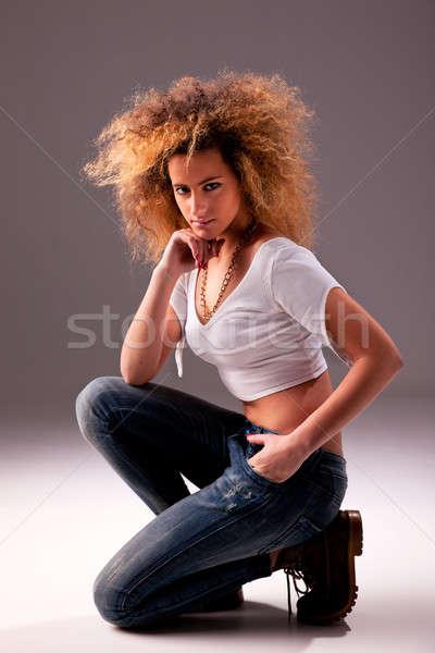 Gyönyörű vonzó nő térdel stúdiófelvétel nő mosoly Stock fotó © alexandrenunes