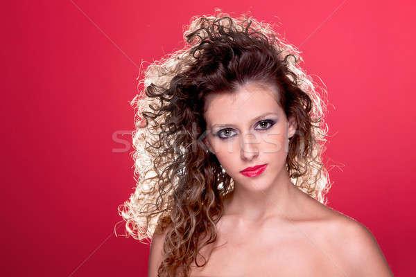 Bela mulher cabelos cacheados luz atrás vermelho Foto stock © alexandrenunes