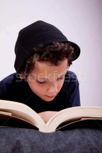 Menino travesseiro leitura escolas estudante tempo Foto stock © alexandrenunes