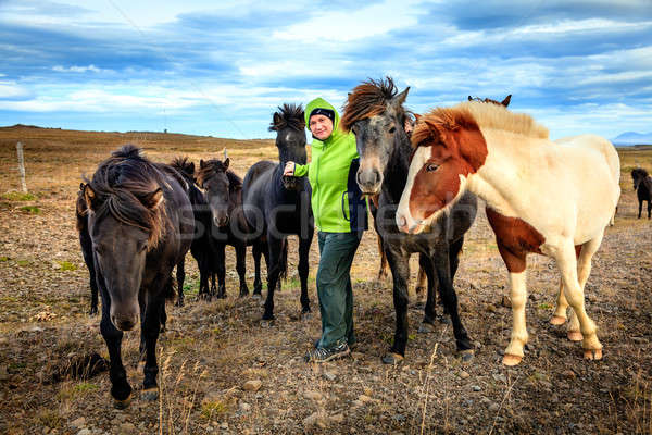Nő turista csoport Izland vidék égbolt Stock fotó © alexeys