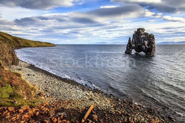 Dinoszaurusz kő el part félsziget égbolt Stock fotó © alexeys