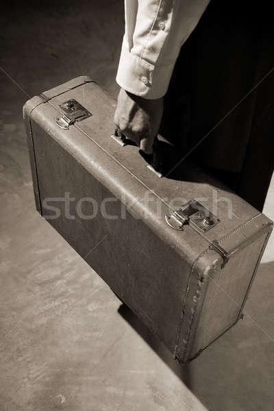 Uomo vecchio intemperie valigia Foto d'archivio © alexeys