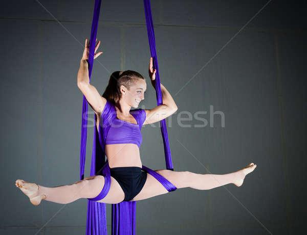 Gymnast mooie vrouw antenne sport fitness Stockfoto © alexeys