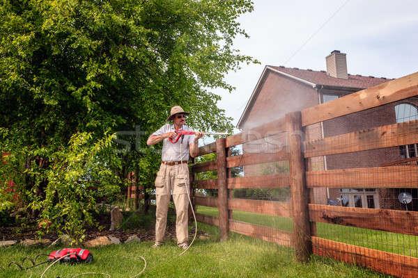 Ogrodzenia moc mycia człowiek czyszczenia Zdjęcia stock © alexeys