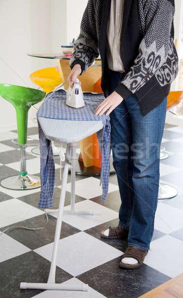 Corvée ménage homme shirt maison Photo stock © alexeys