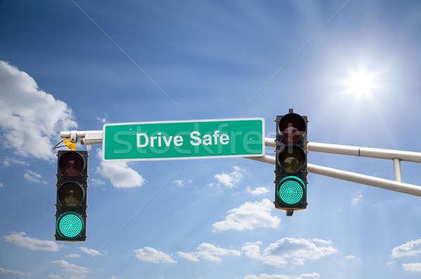 Vert image signe de rue feux de circulation bleu ensoleillée Photo stock © alexeys