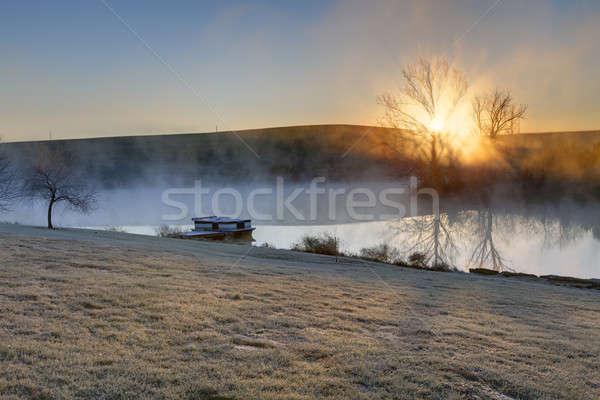 Fagyos napfelkelte reggel kicsi tó központi Stock fotó © alexeys