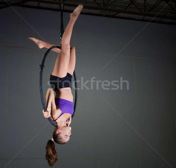 Jimnastikçi güzel bir kadın spor uygunluk Stok fotoğraf © alexeys