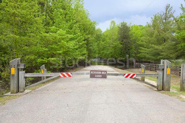 Straße geschlossen Zeichen Park Hochwasser Wald Stock foto © alexeys