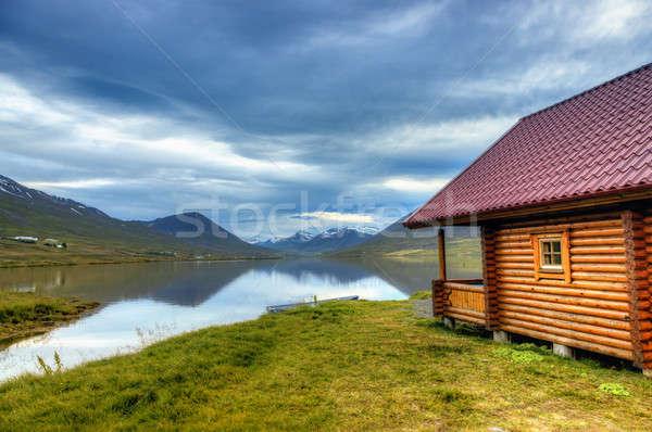 Cabine lago cênico norte Islândia céu Foto stock © alexeys