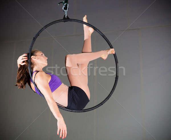Tornász gyönyörű nő előad légi sport fitnessz Stock fotó © alexeys