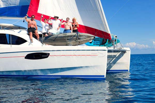 Csónak buli vitorlás nyitva tenger vitorlázik Stock fotó © alexeys